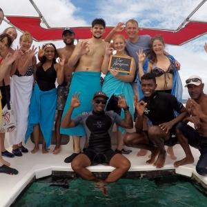 aquaventure marcher sous l'eau touriste expérience voyage maurice